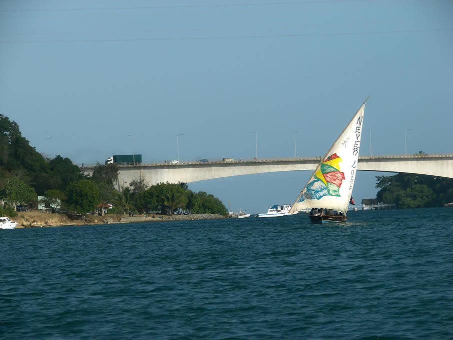Kilifi Kenya  city images : 420m, Kilifi bridge is the longest bridge in Kenya. It connect Kilifi ...